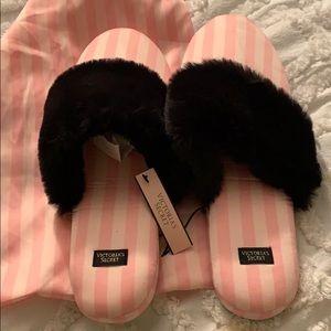 💕NWT!! Victoria Secret Slippers